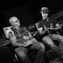 ערן צור ושמוליק באולפן מדברים על המשקפיים
